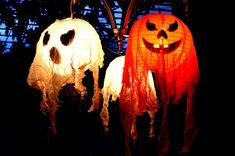 Chinese Lantern ghosts and pumpkins! Halloween Decor Inspiration #halloween #decor