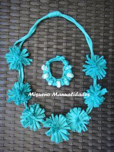 """Collar y pulsera de trapillo turquesa. La pulsera lleva """"beads"""" de Fimo. www.misuenyo.com / www.misuenyo.es"""