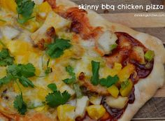 This family pleasing Skinny BBQ Chicken Pizza is simple to prepare, delicious and surprisingly healthy! Barbeque Chicken Pizza, Rotisserie Chicken, Healthy Snacks, Healthy Recipes, Healthy Pizza, Skinny Recipes, Skinny Pizza, Low Sodium Chicken Broth, No Calorie Foods
