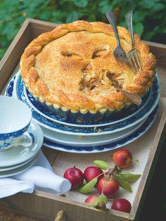 Podzim bez jablečného koláče? Nikdy! A tohle je jasný redakční favorit! Apple Pie, Desserts, Food, Tailgate Desserts, Deserts, Essen, Postres, Meals, Dessert