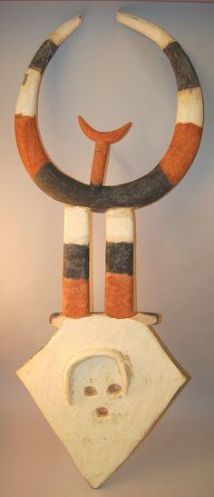 Nafana Bedu Male Mask, Ivory Coast http://www.imodara.com/post/101605831139/ivory-coast-nafana-bedu-plank-mask