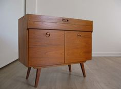 1960s TEAK COMPACT SIDEBOARD RECORD MEDIA CABINET retro heals 50s 60s 70s