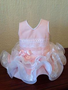 VESTIDO DE VOLANTES Sewing Clothes Women, Girl Doll Clothes, Doll Clothes Patterns, Dog Dresses, Girls Dresses, Tutus For Girls, Cute Outfits For Kids, Little Girl Dresses, Baby Sewing