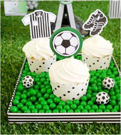 Soccer football birthday party printables and DIY decorations!