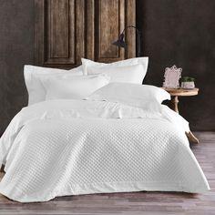 Εκλεπτυσμένο στυλ και πολυτέλεια σε υφάσματα στολισμένα με μοναδικά σχέδια που προσθέτουν διαχρονική αξία και απλή κομψότητα στο σετ! Αποκτήστε το και προσθέστε σαγηνευτική ατμόσφαιρα στο χώρο σας! Bed, Furniture, Home Decor, Products, Decoration Home, Stream Bed, Room Decor, Home Furnishings, Beds
