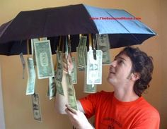 Money for a Rainy day.Get an inexpensive umbrella from the dollar store and dangled bills from the inside so that when opened up – tada! A little something for a rainy day… And tons of other cute ways to give money as a gift. Creative Gifts, Cool Gifts, Creative People, Creative Birthday Gifts, Creative Ideas, Don D'argent, Special Birthday, Boy 16th Birthday, Funny Birthday