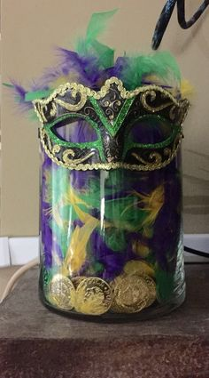 DIY Mardi Gras decor for mantle - DIY Mardi Gras decor for mantle - - Mardigras Mardi Gras Party Theme, Mardi Gras Food, Mardi Gras Beads, Mardi Gras Outfits, Mardi Gras Costumes, Mardi Grad, Mardi Gras Centerpieces, Table Centerpieces, Mardi Gras Decorations