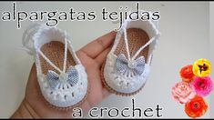 Alpargatas tejidas a crochet para bebé -modelo Anabel – The Effective Pictures We Offer You About Crochet llaveros A quality picture can tell you many. Booties Crochet, Crochet Bows, Baby Girl Crochet, Crochet Baby Booties, Crochet Slippers, Crochet For Kids, Crochet Ideas, Homemade Shoes, Espadrilles