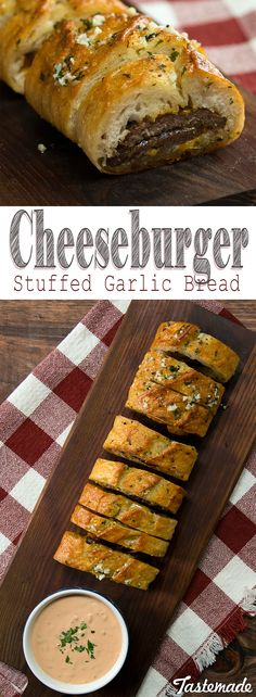 Cheeseburger-Stuffed Garlic Bread Take garlic bread to the next level by stuffing it with meaty, che I Love Food, Good Food, Yummy Food, Beef Recipes, Cooking Recipes, Vegan Recipes, Snacks Für Party, Football Food, Garlic Bread