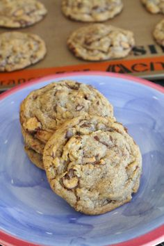 Peanut Butter Cup Oatmeal Cookies from @Erin (The Spiffy Cookie)