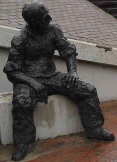 Delfzijl - Grote Waterpoort - 1995 - Bootwaarker  Eem poestn  - Albert Zweep - brons