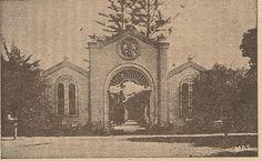 Fachada del Cementerio General de Tacna (Panteón, como se le llamaba antiguamente). Su construcción data de 1859 y el principal gestor de esta monumental obra fue el sacerdote Buenaventura Sors.