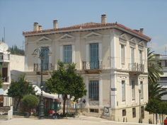 Neoclassical architecture in Lamia - Central Greece Neoclassical Design, Neoclassical Architecture, Old Greek, Greek House, Villa, Amazing Architecture, Athens, Exterior Design, Townhouse