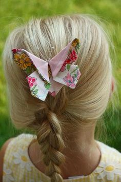 Tutorial for a fabric Butterfly Hair Clip, great for putting your scraps to good use fabric crafts Fabric Butterfly, Origami Butterfly, Butterfly Hair, Butterfly Crafts, Fabric Flowers, Butterfly Pillow, Sewing Hacks, Sewing Tutorials, Sewing Patterns