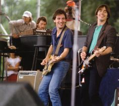 Jackson Browne and Bruce Springsteen - 1982 Music Pics, Music Photo, Art Music, Elvis Presley, Jackson Browne, The Pretenders, E Street Band, Bruce Springsteen, Musica