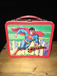 Vintage Superman Metal Lunch Box With Thermos! Retro Lunch Boxes, Cool Lunch Boxes, Metal Lunch Box, Beautiful Decoration, Decoration Piece, Lunch Time, Yummy Treats, Superman, Things To Come
