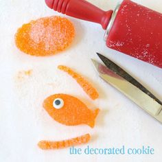 Gumdrop fish! how to make fish cupcake toppers or other edible fish decorations for a fish birthday party ! #candyfish #fishbirthday #goldfish
