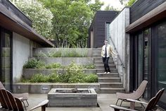 Shelton House Has a U-shaped Plan and a Sunken Entry Courtyard 3