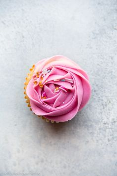 How to pipe beautifully unique frosting roses the easy way! Recipe and tutorial on sallysbakingaddic. Mini Cupcakes, Butter Cupcakes, Cupcake Cookies, Cake Icing, Eat Cake, Baking Tips, Baking Recipes, Buttercream Techniques, Icing Techniques