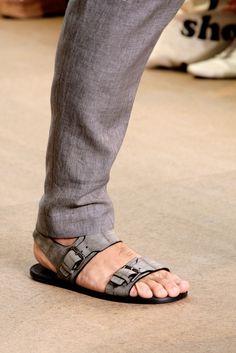Louis Vuitton Spring 2011 Menswear Fashion Show Details - Men Sandals - Ideas of Men Sandals Leather Slippers For Men, Leather Boat Shoes, Womens Slippers, Leather Sandals, Men Sandals, Male Fashion Trends, African Men Fashion, Mens Fashion, Mode Masculine