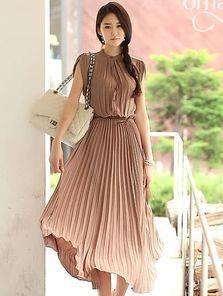 Длинное платье с плиссированной юбкой