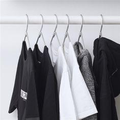 91ed7cef8599 Seit seiner frühesten Kindheit begeistert sich Chris Stamp für Mode und  Kunst. 2011 gründete er