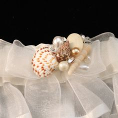This beautiful seashell and pearl garter would be perfect for the beach bride. Even great for a destination wedding! Garter Measures 2 inches wide This standard size garter fits thighs approx. 15-22 i