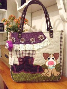 making a bag using embroidered doily and patchwork Patchwork Bags, Quilted Bag, My Bags, Purses And Bags, Bag Quilt, Craft Bags, Denim Bag, Purse Patterns, Fabric Bags
