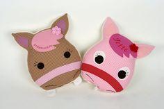 Kissen pferd, pferd,pony,pferdekissen,kuschelpferd von bella & gretel auf DaWanda.com