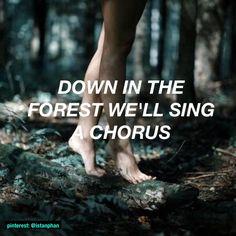 ''Abajo en el bosque cantaremos un coro.'' Twenty One Pilots - Forest.