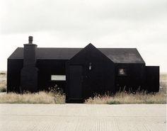 Via: grijs: ⎛ Daniel Griffiths: Black House daniel-griffiths. Via: grijs: ⎛ Daniel Griffiths: Black House daniel-griffiths…. Black Exterior, Exterior Design, Interior And Exterior, Dark House, My House, House Front, Architecture Résidentielle, Installation Architecture, Pavillion