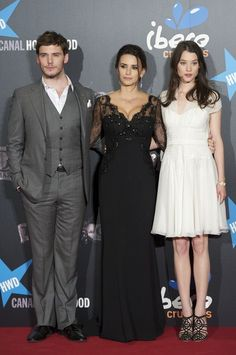 """Sam Claflin Photos - (L to R) British actor Sam Claflin, Spanish actress Penelope Cruz and French actress Astrid-Berges Frisbey attend """"Pirates Of The Caribbean: On Stranger Tides"""" premiere at Kinepolis Cinema on May 18, 2011 in Madrid, Spain. - Penelope Cruz attends 'Pirates Of The Caribbean: On Stranger Tides' Premiere in Madrid"""