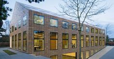 Gooiland lies between Amsterdam, Amersfoort and Utrecht. The region is characterized by moors, woods, meadows and small lakes. The rural populace is proud of its country and the traditional image of its villages. When architect Koen van Velsen from Hilversum received a commission to create...