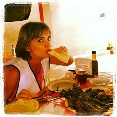 Un taco...es una expresión culinaria atada a la mexicanidad....vemos tacos en el extranjero que solo alguien no nacido en México puede inventar...y no se hace taco de cualquier cosa!