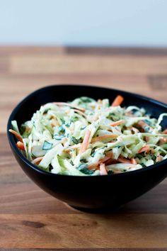 Coleslaw er en utrolig lækker vintersalat, der primært består af fintsnittet hvidkål. Coleslaw er rigtig lækkert til det meste grillede svinekød og kylling. Salad Recipes, Snack Recipes, Healthy Recipes, Snacks, Healthy Food, Coleslaw, Scandinavian Food, Good Food, Salads