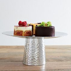 an image of the lovely cake stand from a dear friend that holds my fruit, peppers and tomatoes