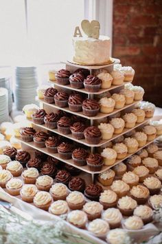 An idea for the wedding cake . just a top with cupcakes for guests. No need to slice and serve a cake . different flavors cupcakes. Cupcake Display, Cupcake Wedding Display, Wedding Cupcake Towers, Cupcake Stands, Diy Cupcake, Wedding Cakes With Cupcakes, Simple Cupcakes, Wedding Cup Cakes, Cup Cakes