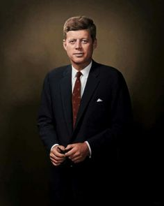 This would make a wonderful WH portrait. JFK looks proud and strong, not with his head bowed. Los Kennedy, Robert Kennedy, Jacqueline Kennedy Onassis, Greatest Presidents, American Presidents, Kennedy Quotes, Jfk Quotes, Celebridades Fashion, Divas