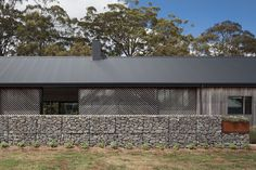 Trentham Long House by MRTN Architects (via Lunchbox Architect)LOOK AT THE WALL