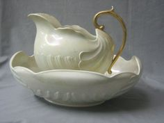 """An oval Shelley shell shaped wash bowl 17"""" (cracked), a soap dish and cover and a pottery jug"""