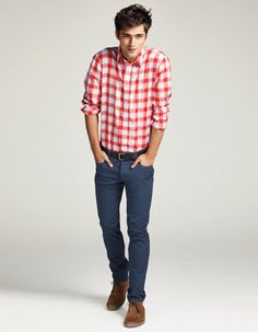 Blue pants, red and white gingham shirt, chukka boots - minus the skinny jeans hate skinny jeans on men Sharp Dressed Man, Well Dressed, Stylish Men, Men Casual, Casual Menswear, Sean O'pry, Winter Outfits Men, Mens Style Guide, Men's Wardrobe