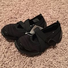 The children's place shoes The children's place toddler girl shoes. The straps Velcro to the shoe. NWT!! Size 7 The Children's Place  Shoes