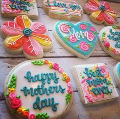 50 Novel Mother's Day Cookie Decoration Ideas to Surprise Her Mother's Day Cookies, Fancy Cookies, Cute Cookies, Birthday Cookies, Easter Cookies, Holiday Cookies, Holiday Gifts, Summer Cookies, Heart Cookies