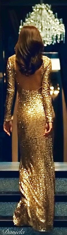 While gold is often seen as an overwhelming and sometimes decadent color, there are subtle ways to utilize them very […] Estilo Glamour, Mode Glamour, Gold Dress, Dress Up, Gold Gown, Excuse Moi, Enchanted Evening, Black Tie Affair, Festa Party
