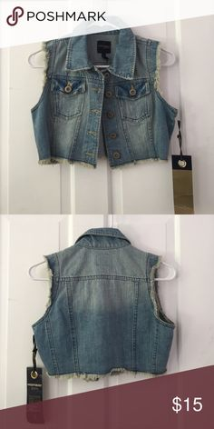 NWT Highway Denim Fashionable Crop Vest Never been worn cropped denim vest. Pair this versatile look with a maxi dress, short skater skirt or with your favorite colored jeans! Highway Jeans Jackets & Coats Vests