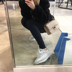 2019 Black Kanye West With Box New Antlia Static Reflective Clay Running Shoes Classic Cream White Men Women Designer Sneakers Yezzy Shoes Women, Kanye West, Sneakers Fashion, Shoes Sneakers, Fashion Shoes, Yeezy Fashion, Summer Sneakers, Sneakers Adidas, Look Adidas