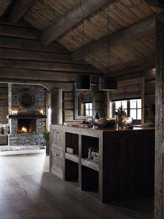 Rustic modern kitchen.  Foto: Mona Gundersen.  Interiør og styling: Interiørarkitekt Elin Fossland.  Arkitekt: Siv.ark. MNAL Geir Fossland og siv.ark. MNAL Christine F.Guddal