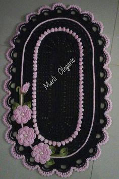 Tapetes Crochet Doilies, Crochet Stitches, Crochet Patterns, Crochet Carpet, Crochet Table Runner, Crochet Decoration, Playroom Decor, Crochet Videos, Table Runners