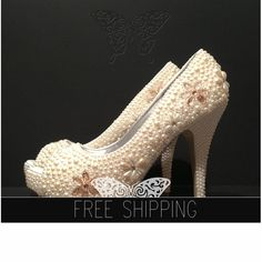 1. Top quality pearls. Image color - Ivory2. Crystal floral motif. image- Champagne3. Image heels 5 heels 1 1/4 platforms. 4. 100% custom handmade5. 15 DAYS PROCESSING + shipping time
