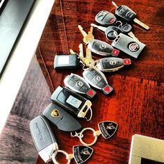 Choose your key :) Royce Fancy Cars, Cool Cars, Car Symbols, Top Luxury Cars, Futuristic Cars, Car Keys, Expensive Cars, Car Car, Car Accessories